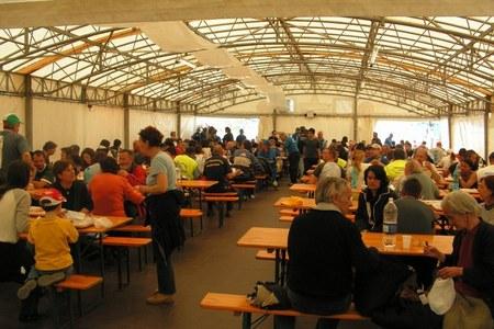 La vita al campo accoglienza di Villa Sant'Angelo per i volontari e le persone sfollate
