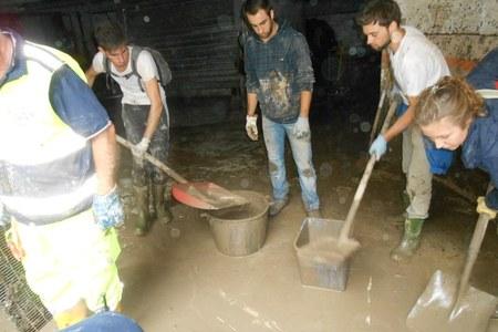 Emergenza maltempo Genova 12/10/2014. I volontari dell'Emilia-Romagna al lavoro.