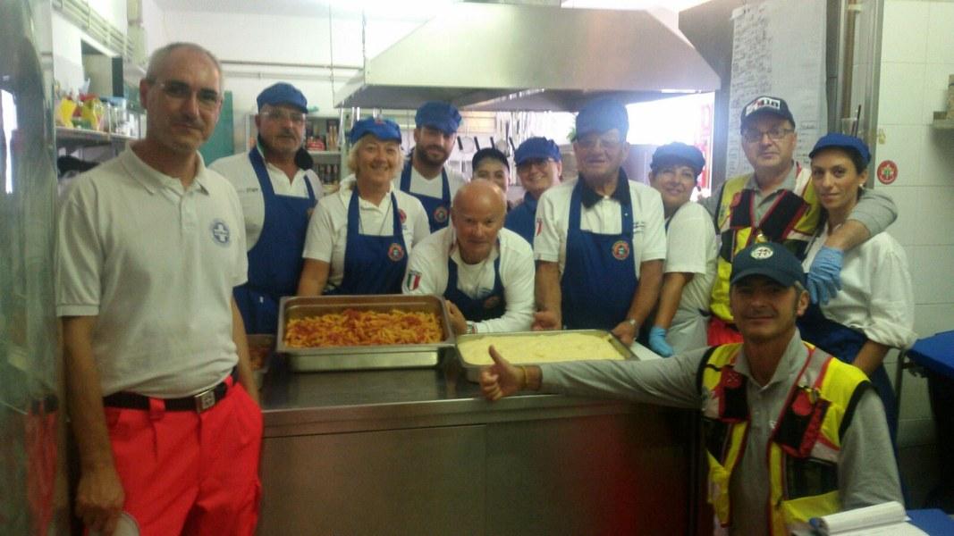 Volontari in cucina a Montegallo