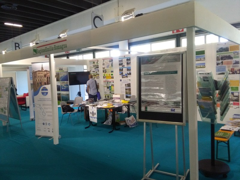 Lo stand regionale - II