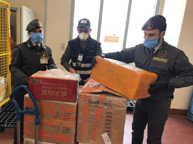 Requisizione di dispositivi medici e consegna all'Agenzia regionale di protezione civile 17