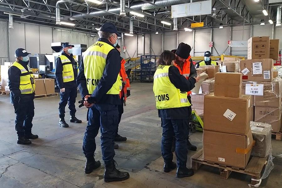 Requisizione di dispositivi medici e consegna all'Agenzia regionale di protezione civile 25