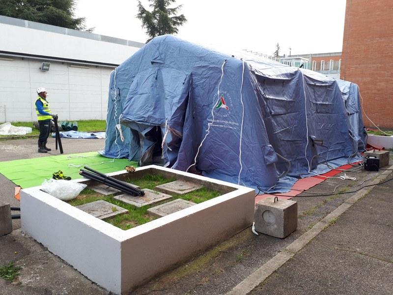 installazione tenda carcere Rimini - Copia.jpg