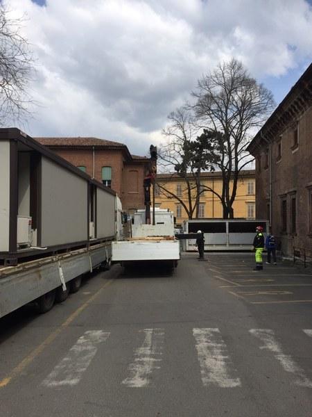 istallazione moduli ISO 20 presso ospedale di Piacenza_2 - Copia.JPG