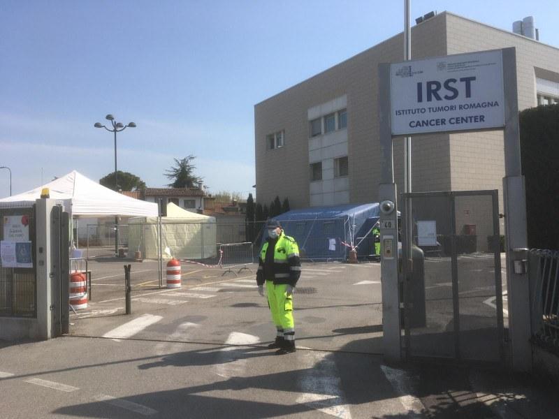 tenda triage IRST Meldola - Copia.jpg