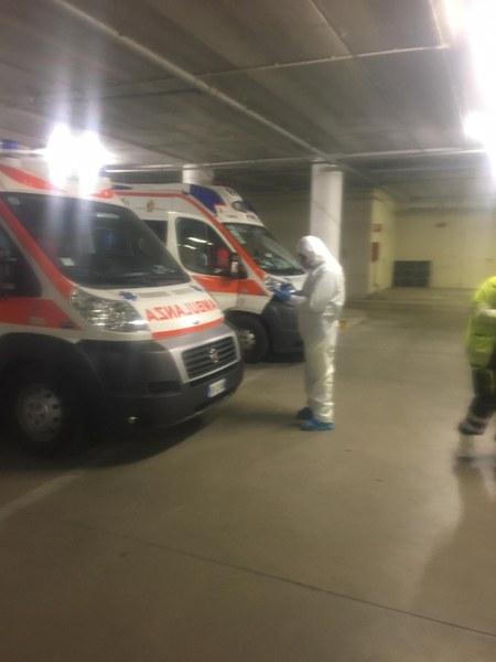 Volontari Parma, sanificazione ambulanze_.JPG