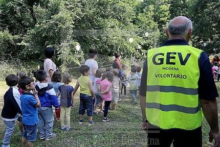 Bambini, attività didattica all'aperto