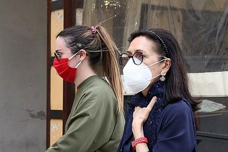 Donne con mascherina, persone, mascherine