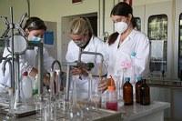Coronavirus, ricercatori in laboratorio, ricerca