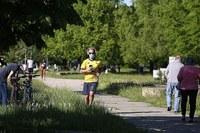 Coronavirus, persona al parco, jogging, mascherina, gente