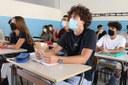 Coronavirus, ragazzi a scuola, aula, mascherina