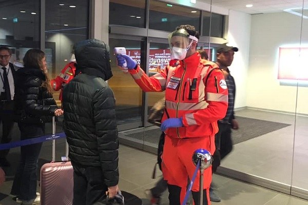 Aeroporto, viaggiatori sottoposti a termoscanner