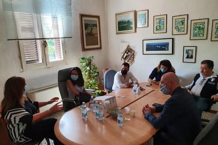 Bonaccini e Priolo incontrano a Ostellato i sindaci dei comuni colpiti dalla tromba d'aria.jpg